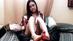 Petite 18yo Sock Job Facial