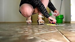 Observation of plump legs in the office hallway. Foot fetish and ASMR.