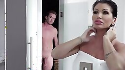 Pawg Shay Fox gives fucking lessons to her stepson in the bathroom