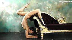Flexible sporty girl Kim Nadara does some crazy stands and flashes cunt
