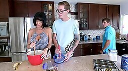Perpetually aroused MILF Veronica Avluv does it in the kitchen
