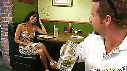 Dude nails a super hot Milf and its fucking arousing!