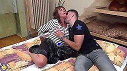 British woman Pandora is spreading her legs wide open for a guy who likes her slit